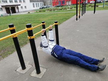 Подтягивания лежа или низкое подтягивание